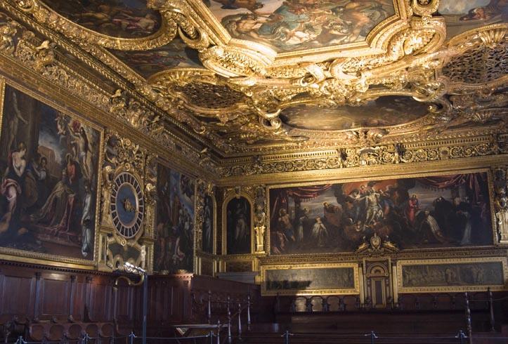 Внутри дворца
