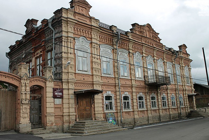 Дом Жарова