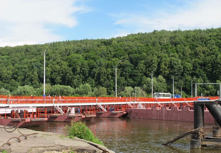 Разводной понтонный мост через Оку
