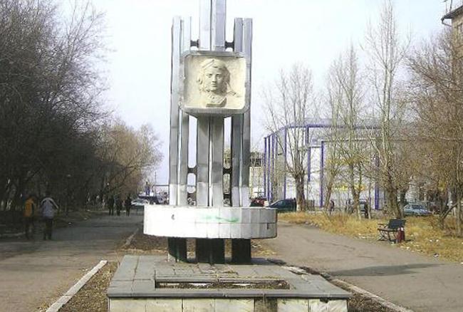 Памятник Полине Осипенко