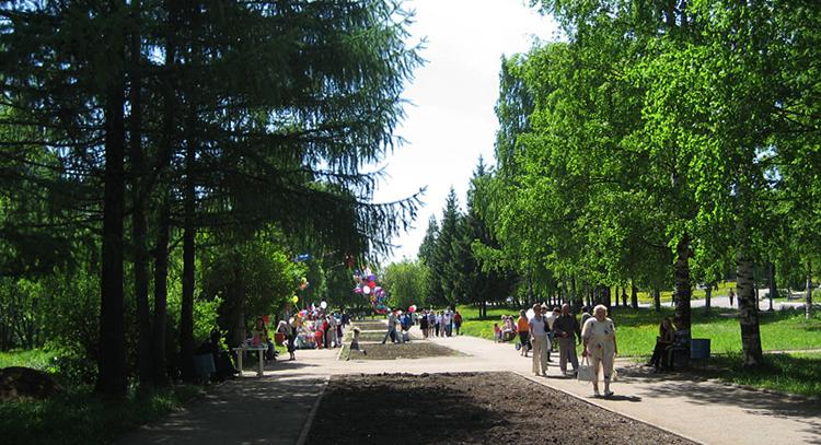 Аллея вдоль улицы Первомайской