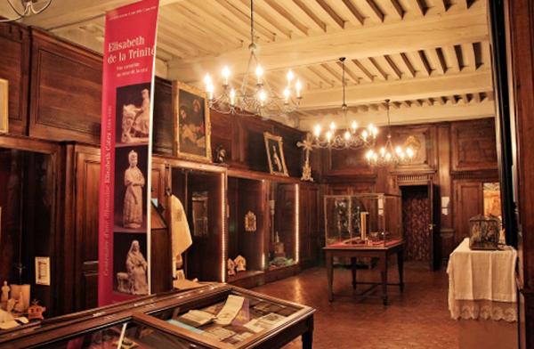 Внутри музея сакрального искусства