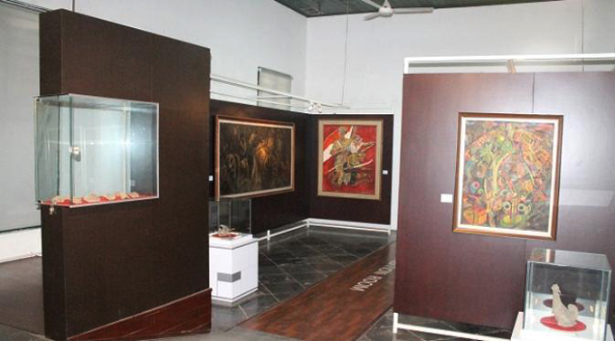 Внутри музея керамики
