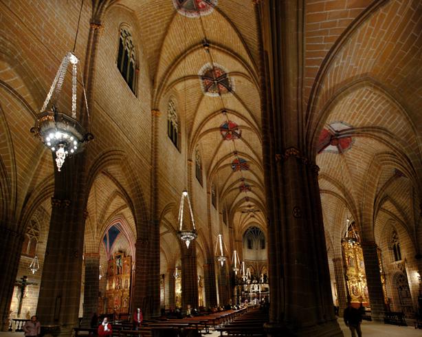 Внутри собора Санта-Мария ла Реал