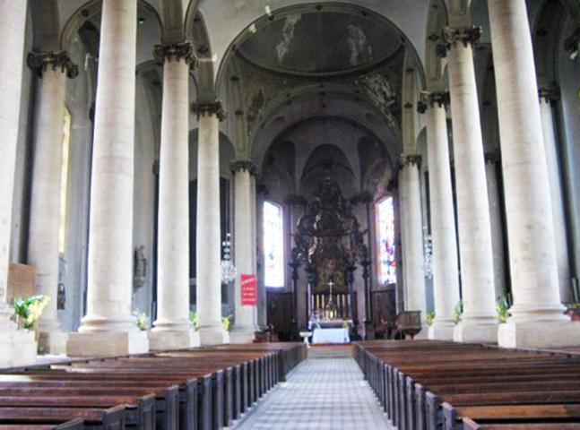 Внутри церкви Сен-Максим