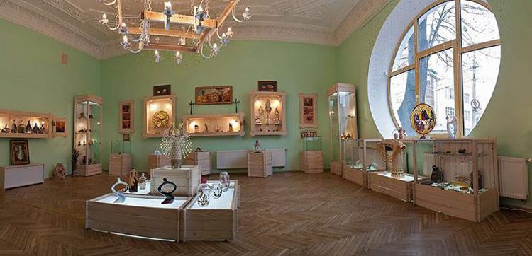 Внутри музея янтаря