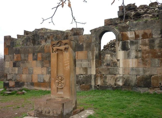 Район Аван и руины древнего христианского монастыря
