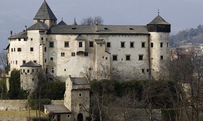 Замок Кастелло-ди-Презуле