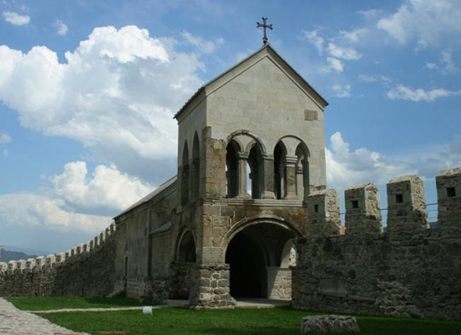 Христианский храм с колокольней