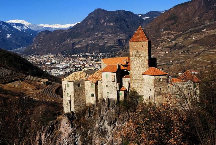 Замок Корнедо-аль-Изарко