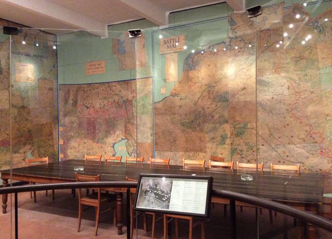 Внутри музея капитуляции