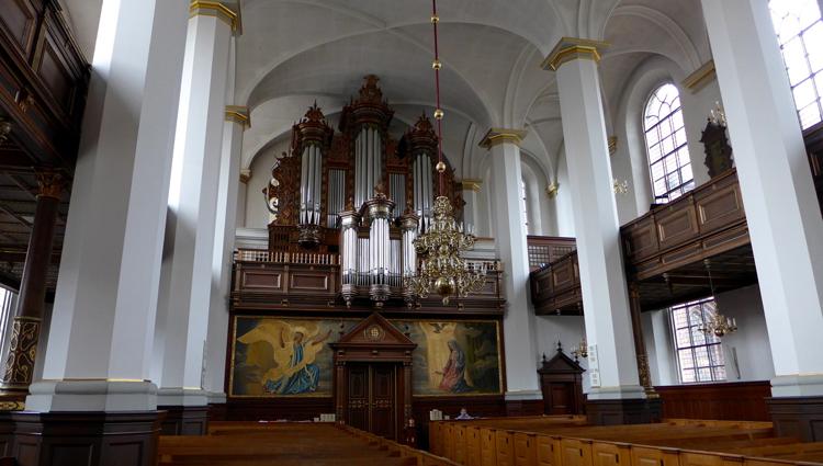Внутри церкви святого духа