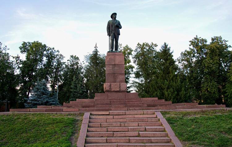 Памятник И.В. Мичурину