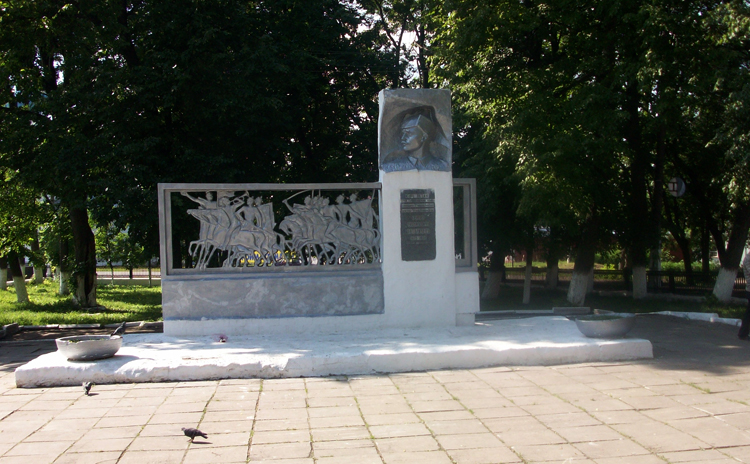 Памятник комбригу С.М.Патоличеву
