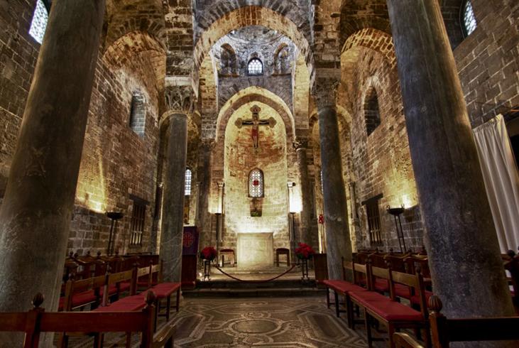 Внутри церкви Сан-Катальдо