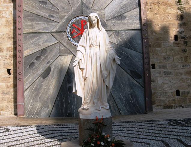 Статуя Девы Марии в Назарете
