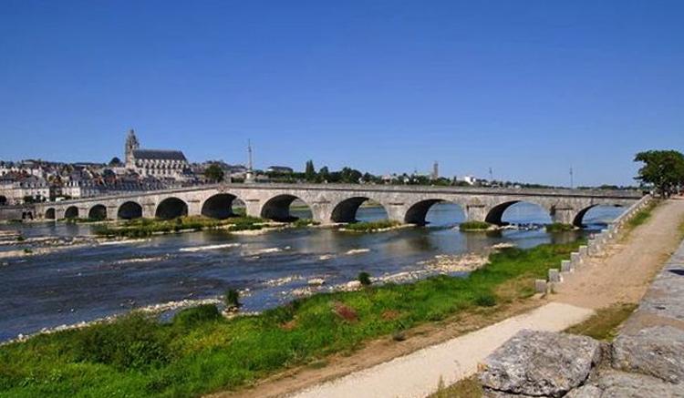 Девятиарочный мост