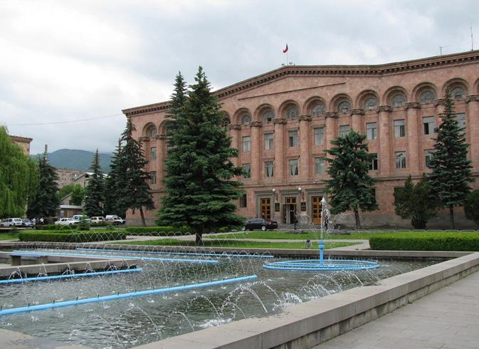 Здания на центральной площади