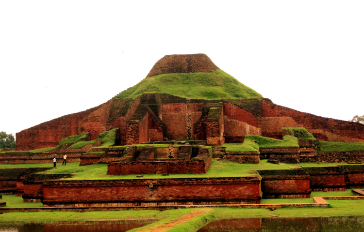 Буддийская вихара в Пахарпуре