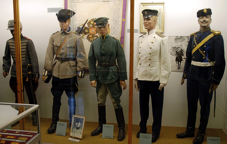 Внутри музея кавалерии