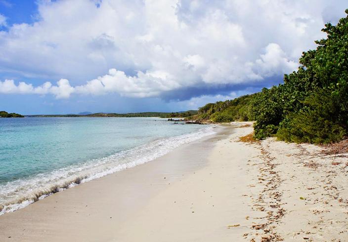 Синий пляж