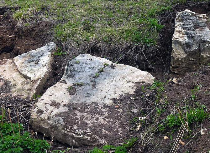 Черные камни в деревне Кожлаер