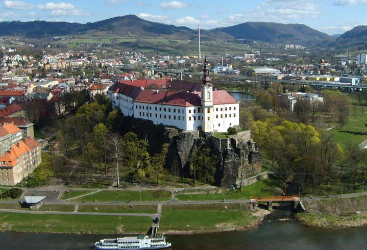 Замок Дечин