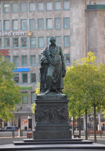 Памятник Гете