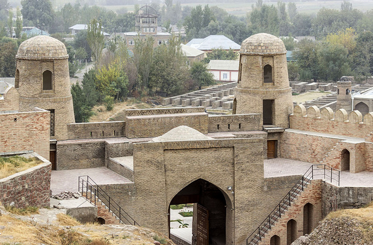 Крепость в городе Гиссар