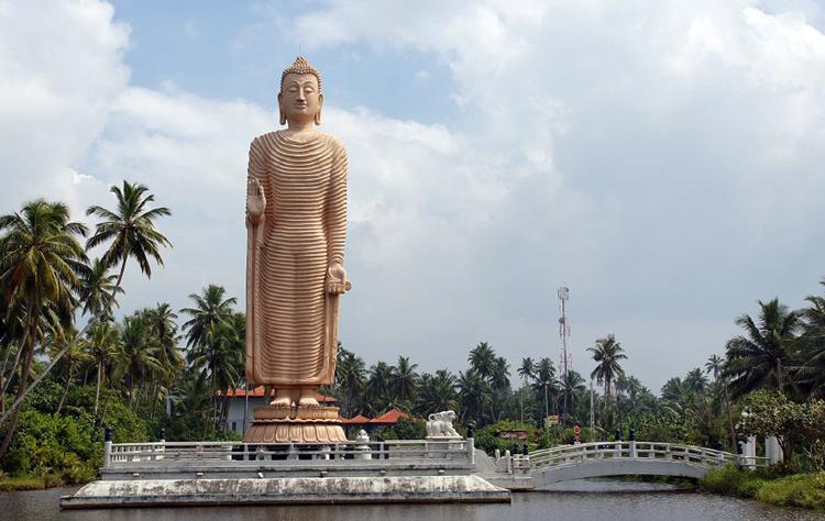 Памятник пострадавшим от цунами