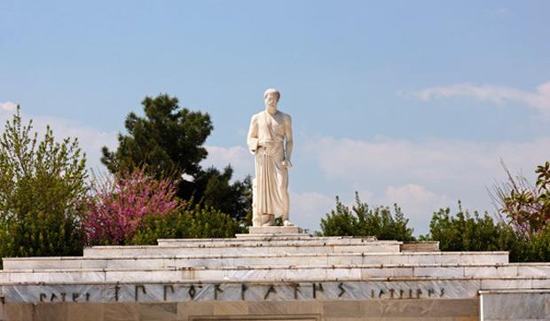 Памятник Гиппократу