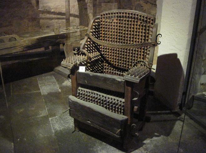 Внутри музея криминалистики