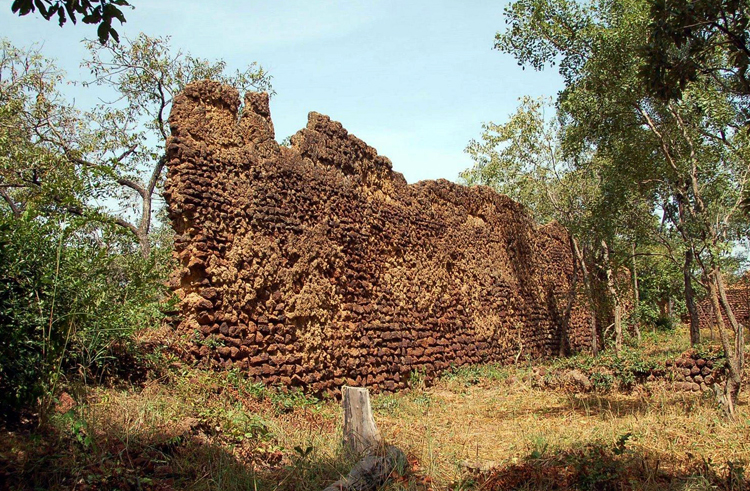 Руины Лоропени
