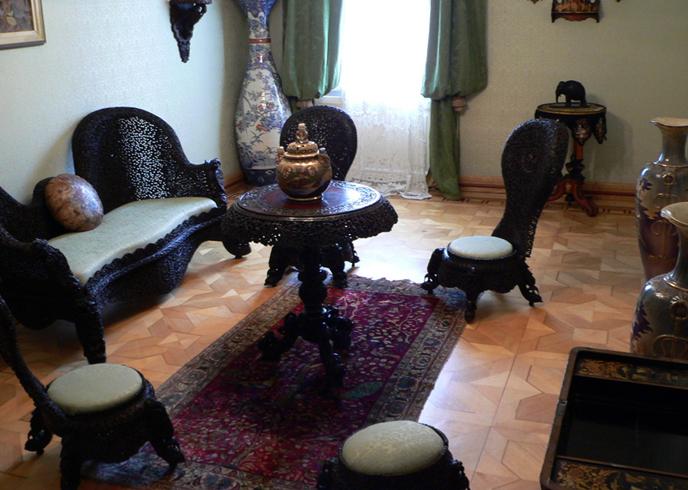 Внутри дворца короля Николы