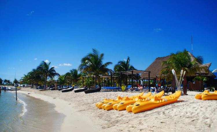 Песчаное побережье Косты Майи