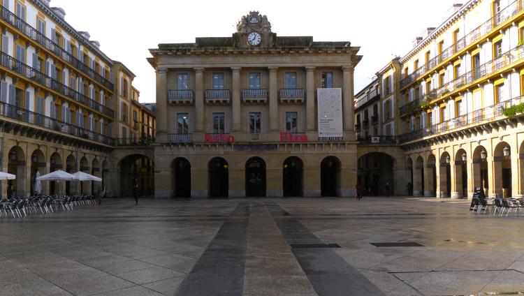 Площадь Конституции