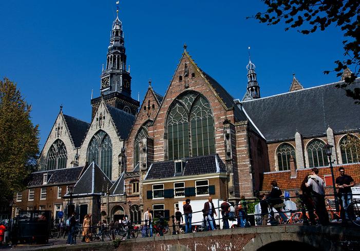 Старая церковь Oude Kerk