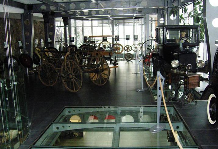 Внутри музея ETOP
