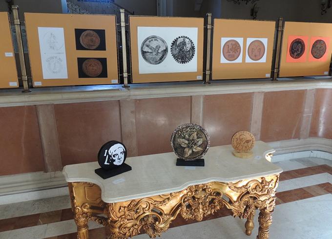 Внутри музея денег