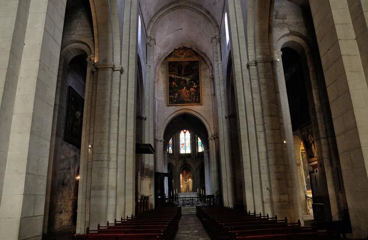 Внутри собора Святого Трофима