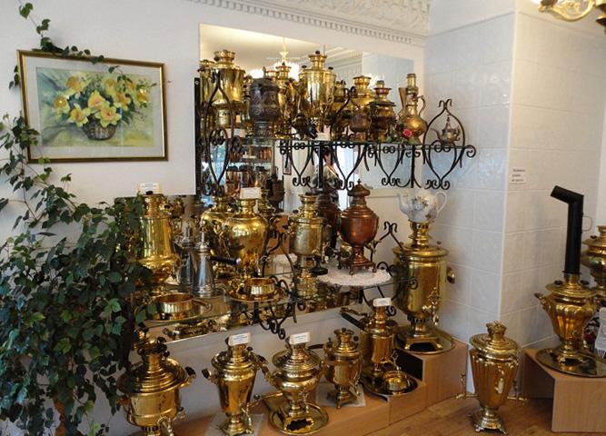 Внутри музея самоваров
