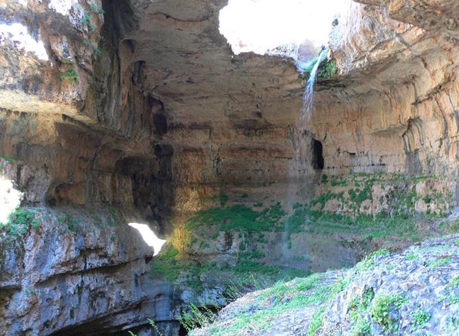 Водопад «Глотка Баатары»