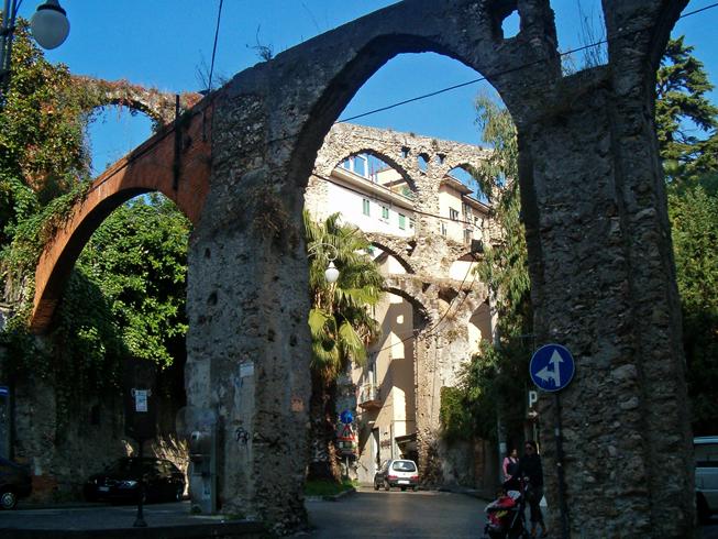 Средневековый акведук