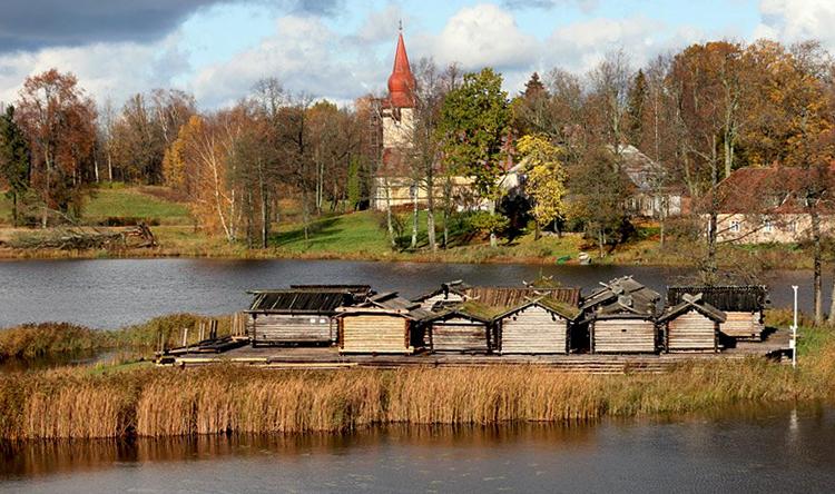 Арайшский озерный замок