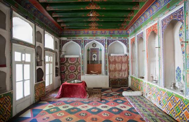 Внутри дома-музея Садриддина Айни