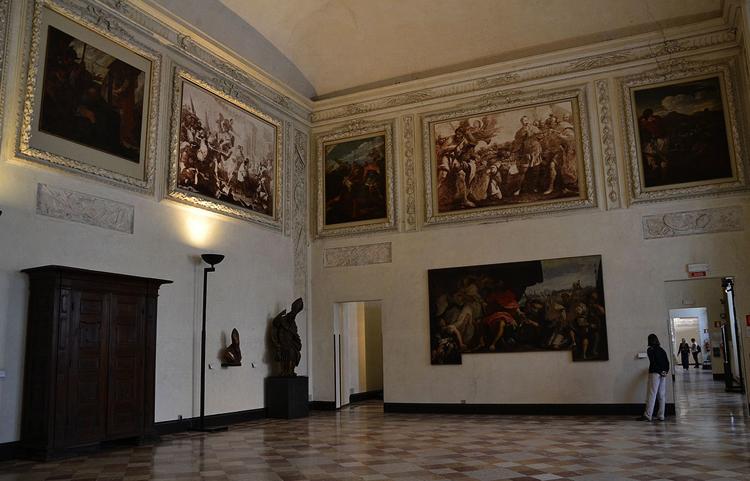 Картины внутри музея