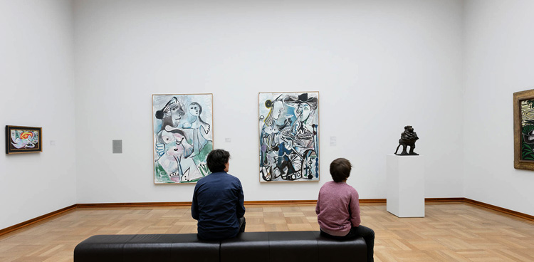Внутри художественного музея