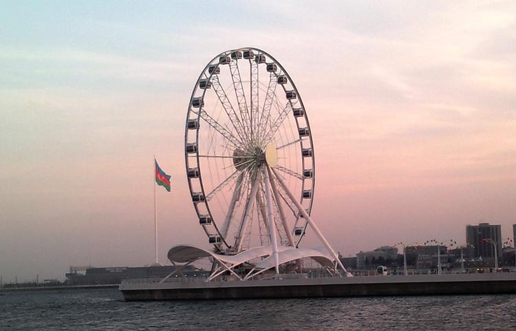Колесо обозрения в Баку