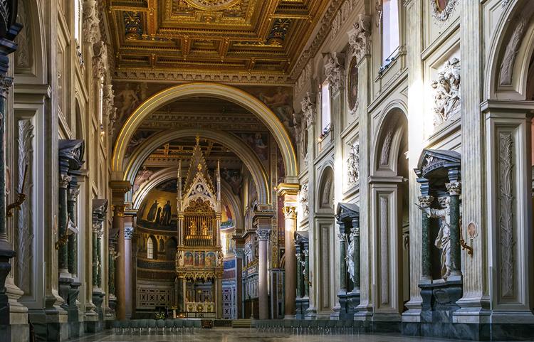 Базилика Святого Иоанна Латеранского внутри