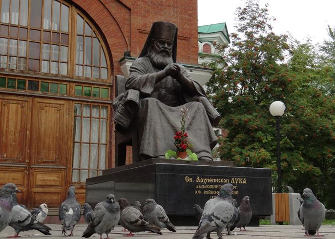 Памятник архиепископу Луке